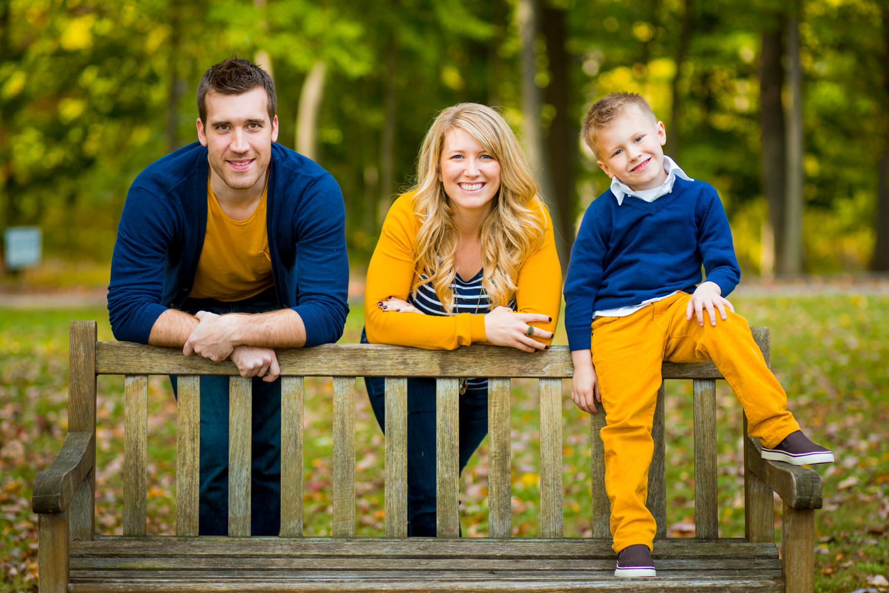fall family photos at valley forge by Washington DC Wedding Photographer Adam Mason