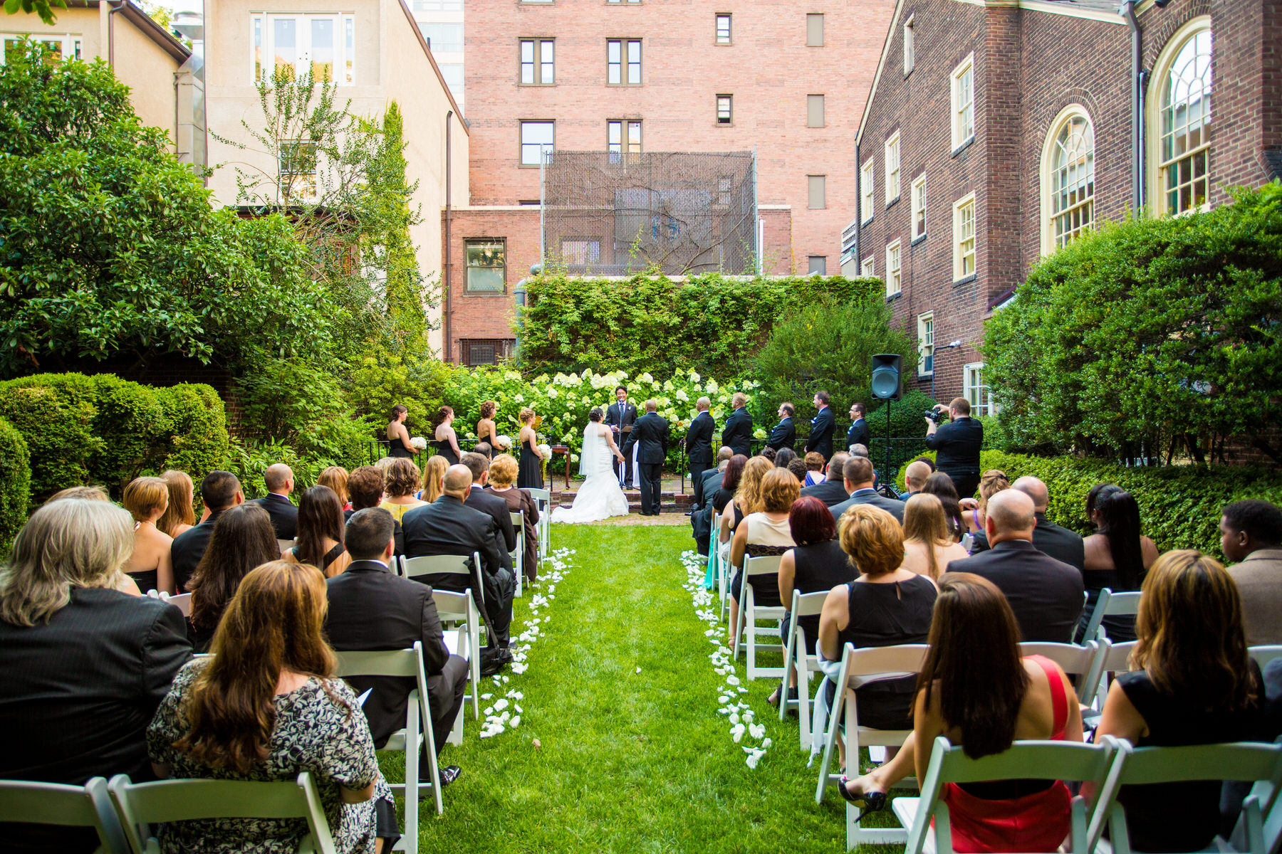 An outdoor ceremony at Philadelphia Colonial Dames Society by Washington DC Wedding Photographer Adam Mason